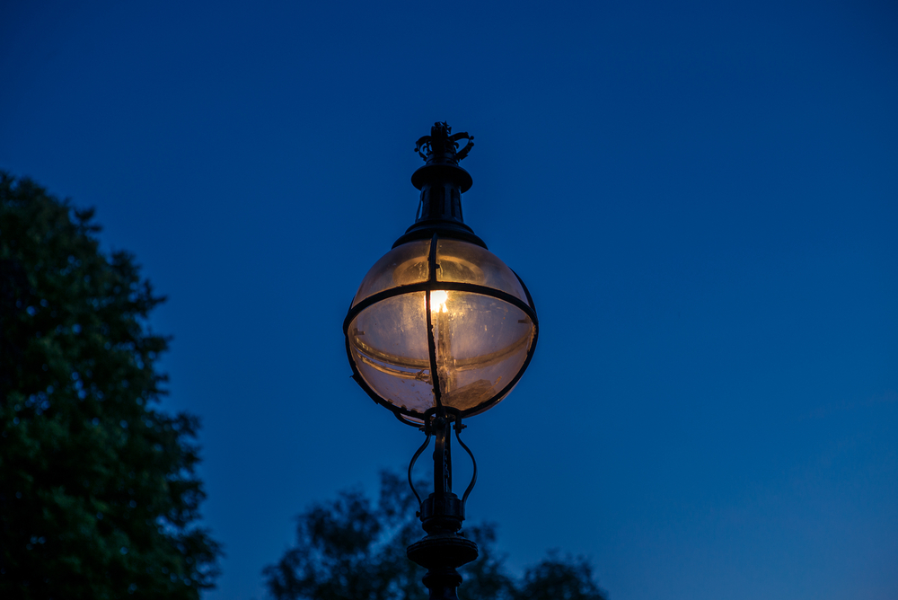 Street lighting hyde park